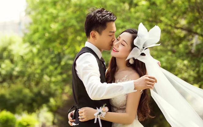 惠子新娘跟妆(赠送:租聘新款婚纱一套+婚礼跟拍)