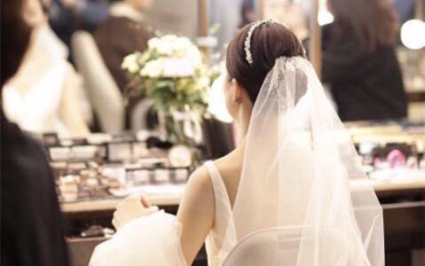 简洁大气的婚礼服装和造型搭配