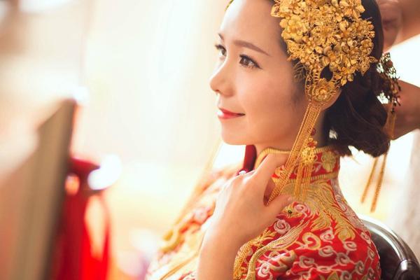 盈致婚纱礼服馆古典中式新娘造型尽显端庄东方美