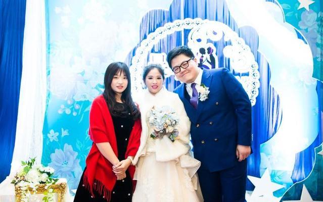 新人海洋婚礼当天美美的返图照