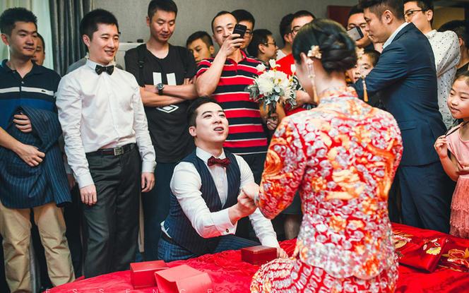【热销】中式裙褂+仪式纱+敬酒礼服+伴娘服6件套