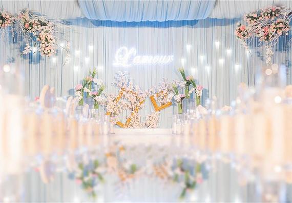特惠套系(摄像+跟妆+司仪+婚礼布置+特效灯光)