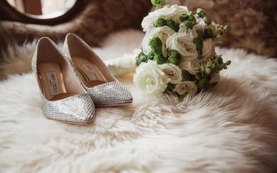 一些婚礼当天常用的东西。