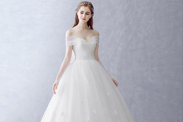 品位婚纱——一字肩飘逸洁纱