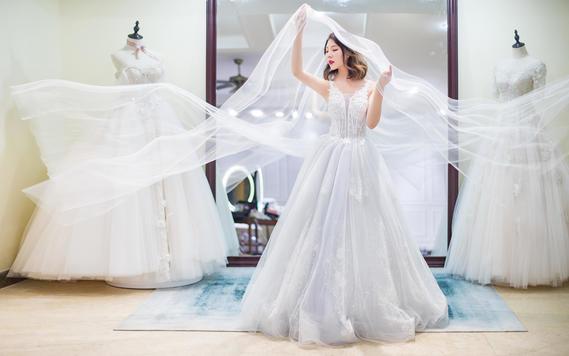 《重磅来袭》资深化半天跟妆加齐地主婚纱一套
