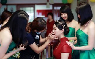 惠子时尚新娘