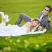 时尚草坪婚纱艺术照