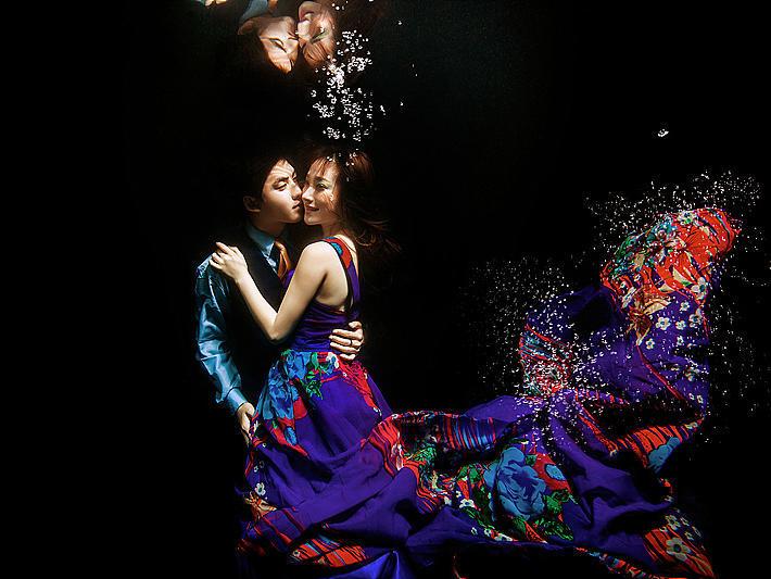 梦幻前卫创意水下婚纱照
