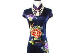 中式真丝绣花旗袍,精巧而雅致