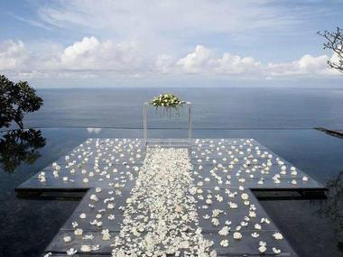 巴厘岛宝格丽酒店水上婚礼鲜花布置
