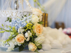 【懿爱婚礼】蓝色的你——简约鲜花婚礼布置
