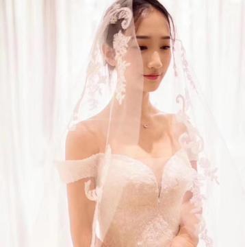 【特惠套餐】万元婚纱全场任租含跟妆双机