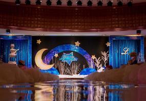 星空主题镜面T台梦幻深蓝色婚礼布置