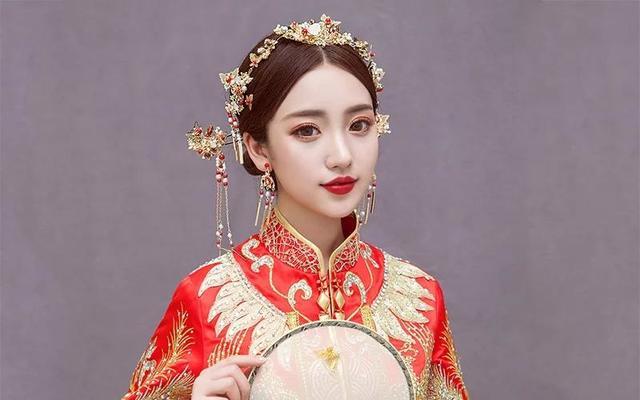 中式古妆造型大方很有中国风的感觉