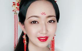 中式古典妆发造型,一抹唇间笑,百媚红颜醉