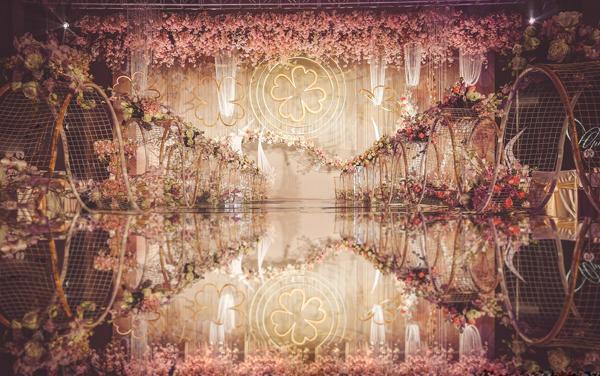 香槟金+粉色花艺轻奢复古风