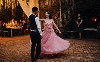 茧曼婚纱礼服设计有限公司