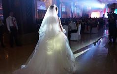 穿上最美的婚纱缓缓的像你走进