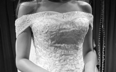 安吉莉娜一字肩修身仪式纱