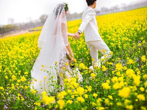 一对一拍摄总监团队底片全送婚纱礼服免费穿