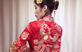 中式龙凤褂,白天迎亲礼服