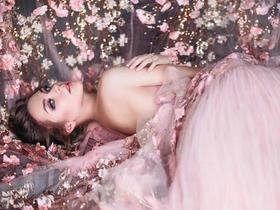 【新娘婚纱礼服款式控】千篇一律的白纱看腻了,想给婚纱来点颜色