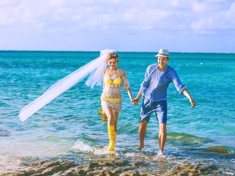 椰林沙滩大海+游艇出海纯底片拍摄仅需2199元