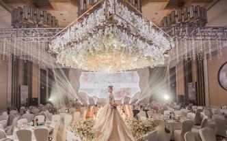 一场简约而高雅的香槟色的婚礼