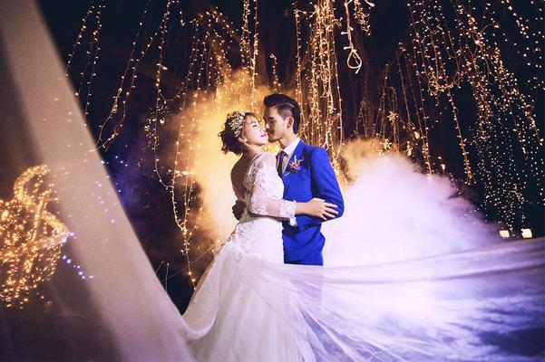 巴黎有约婚纱摄影【灯光璀璨】