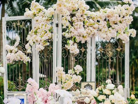 【诺时尚婚礼】订婚礼送克拉钻戒 粉色森系浪漫樱花