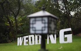成功狙击雨神,在下雨的间隙开始一场草坪婚礼