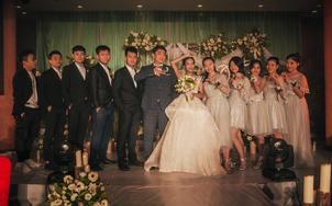 艾米丽首席化妆师全天跟妆+高级区婚纱一件
