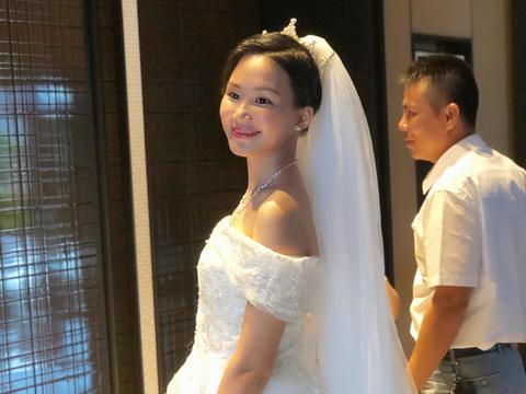 艾丽美妆馆首席化妆师新娘全天跟妆+亲友妆