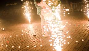 三亚自然风婚礼策划——深海迷情心形灯海浪漫策划