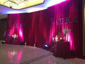 创意红色婚礼布置
