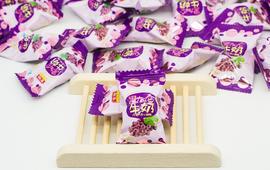 黑加仑牛奶巧克力夹心糖(100颗为700克)