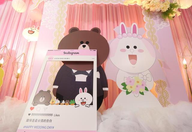 《可妮兔和布朗熊的爱情》觅遇/浅粉卡通风