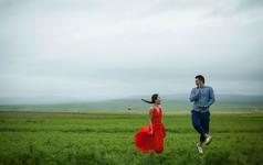 青海蒙蒙细雨下的旅行婚纱摄影(-)