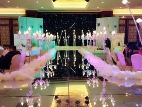 精美韩式婚礼布置:镜面梯台加灯光路引加摇头灯--皇冠嫁日