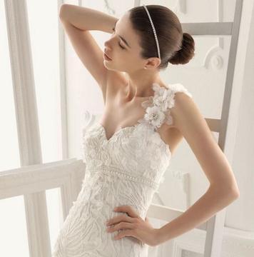 【超值新娘套装+资深跟妆】婚纱三件套+资深化妆师