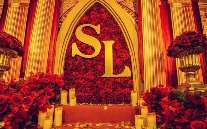 红色  盛放  明艳  像火不熄灭 红色礼堂