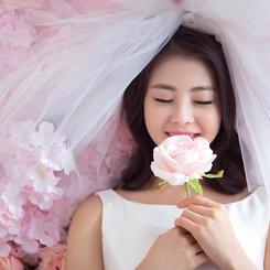 小清新新娘手捧花婚纱艺术照