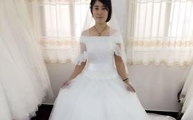 一字肩拖尾婚纱