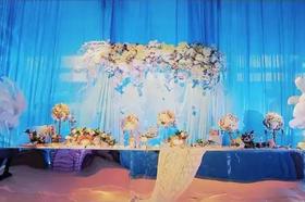 伯妮婚礼现场 在厂房的婚礼也可以如此可人