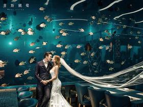 海底餐厅夜景拍摄婚纱照