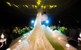 仪式主纱大托—Hello魔镜高级婚纱礼服设计定制