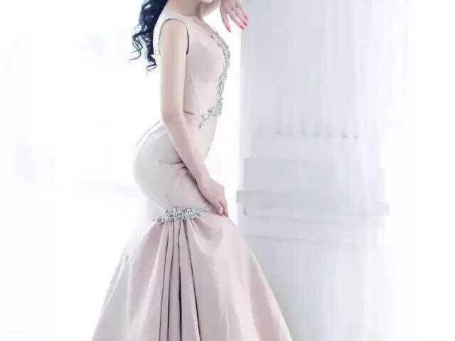 优质时尚婚纱礼服--优雅女人