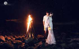 海边夜景+沙滩火篝=私人定制婚纱照