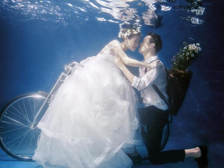 唯美水下美人鱼婚纱照