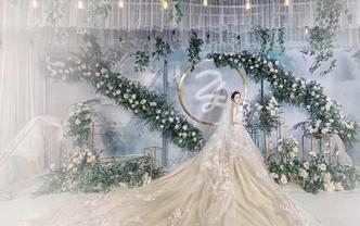 首席全程跟妆+大拖尾婚纱3件套+真丝晨袍